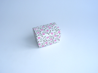Rose Floral 100g sized Ballotin - Gift Carton Ideal for Spring-Summer occasions